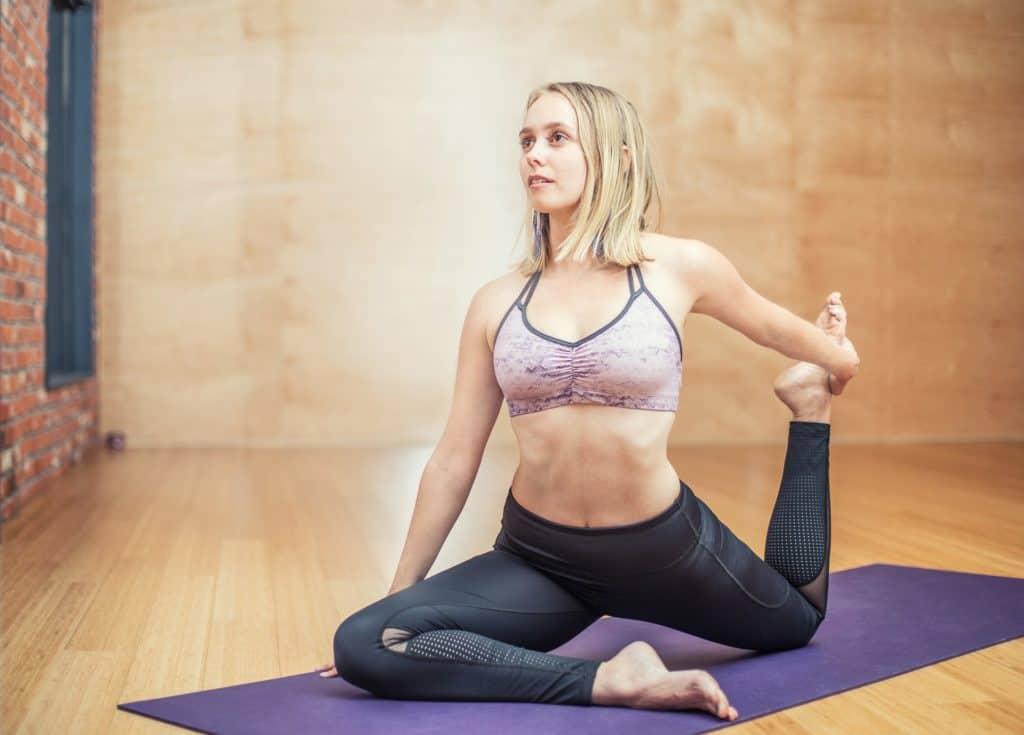 Faire du yoga et des activités sportives